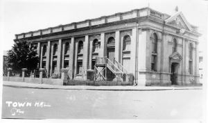 Geraldton Town Hall, 1940s. Photo donated to the Geraldton Regional Library by Mr & Mrs Buchan